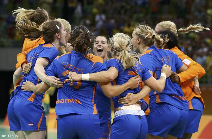 Holland öröm a meccs végén