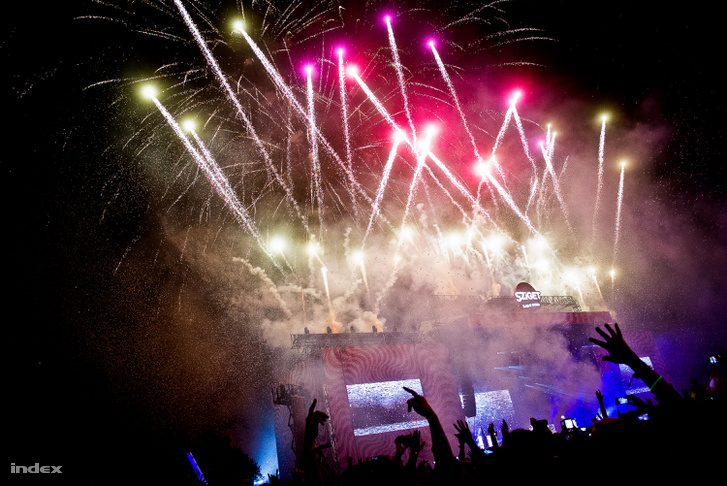 End show with Hardwell