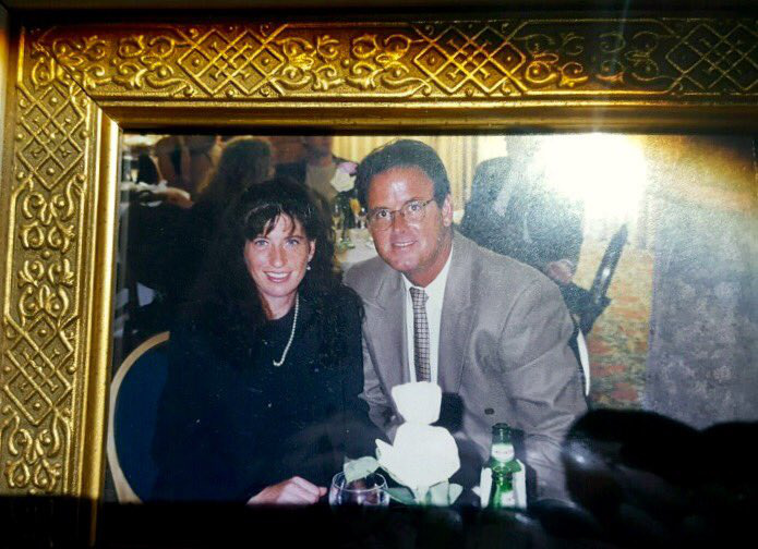 Az áldozatok, az 59 éves John Joseph Stevens és az 53 éves Michelle Karen Mishcon