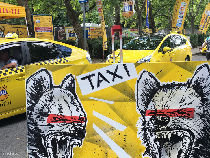 A City Taxi figyelemfelhívó akciója a fesztivál területén (A grafika Kovács Tibor/Mr. Tibowsky alkotása)