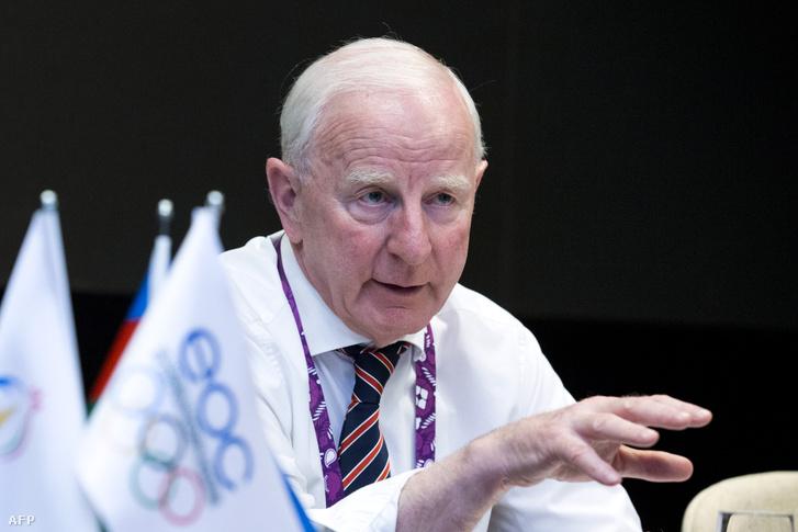 Letartóztatták az Európai Olimpiai Bizottság ír elnökét jegyüzérkedés miatt.                          Patrick Hickey-t a feketepiacon illegálisan eladott jegyek miatt tartóztatták le Rióban. Az ír sportvezető a letartóztatás pillanatában rosszul lett, kórházba kellett szállítani. A 71 éves Hickey az Ír Olimpiai Bizottság és az Európai Olimpiai Bizottság elnöke.