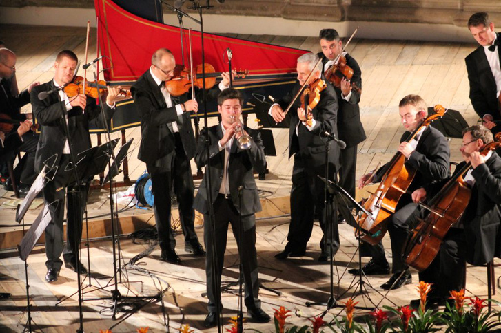 Pálfalvi Tamás és a Liszt Ferenc Kamarazenekar