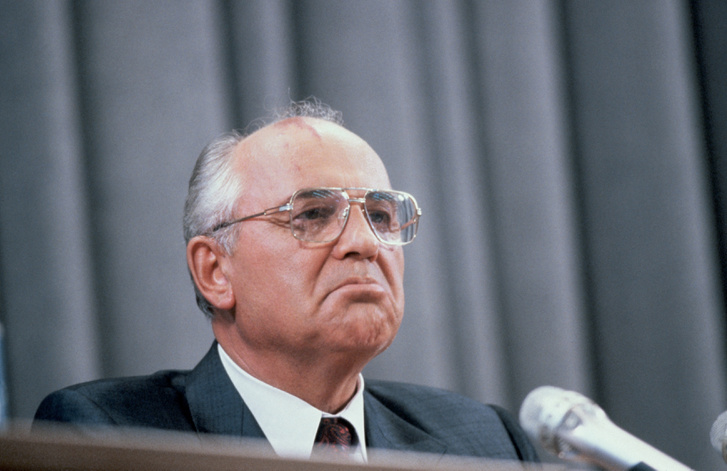 Gorbacsov hiába került ki győztesen, a főszereplő Jelcin volt, aki élő adásban tett javaslatot a Szovjet Kommunista Párt betiltására – hivatalosan felfüggesztésére, mert a párt kiállt a puccsisták mellett. Gorbacsov csodálkozott, de a döntést nem tudta megakadályozni. Világos volt, hogy a hatalomban csak hetei-hónapjai lehetnek hátra.