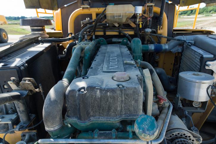 12 liter, hat henger, 425 lóerő