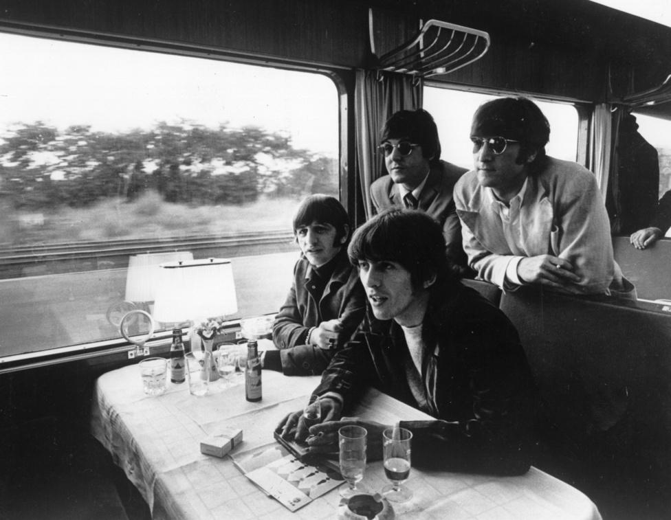 A Beatles karrierjében felbecsülhetetlen jelentősége volt a korai hamburgi éveknek, de utána egészen 1966-ig nem játszottak német közönség előtt, amikor is egy miniturné végre kirobbantotta a Beatlemániát az NSZK-ban is. Három városban léptek fel: Münchenből Essenbe, onnét pedig Hamburgba vonatoztak, ahol Lennon és McCartney a régi sikereik helyszínére, a Reeperbahnra is ellátogatott.  Bár a Beatles még mindig a világ legnagyobb zenekara volt, 66-ra már komoly vetélytársaik akadtak, akik közül például a Rolling Stones már egy évvel korábban végigturnézta Németországot és Ausztriát. A riválisok egy-két év alatt rengeteget fejlődtek, és Bob Dylan, a Byrds vagy a Beach Boys 65-66-os lemezei már bátran odatehetők a Beatles albumai mellé, odahaza pedig vadabb és nyersebb zenekarok tűntek fel: a Stones mellett a Who, a Them vagy a Yardbirds is jobban passzolt a lázadáshoz, mint az egyre szofisztikáltabb Beatles. De mindezek ellenére a Beatles turnéja akkora esemény volt Németországban, hogy három napig kizárólag erről szólt minden. Szegény német rajongók nem tudták még akkor, hogy ez egyben az utolsó ottani turnéjuk is volt.