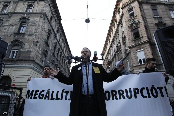 Juhász Péter egy korrupcióellenes tüntetésen 2015 márciusában