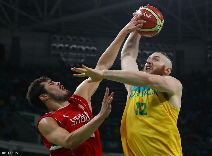Szerbia is mehet a kosárdöntőbe. A 35-14-es szünet után a második félidőben azért beindultak a csapatok, a vége 87-61 lett a szerbek javára, így ők játszhatnak az Egyesült Államokkal a vasárnapi döntőben.