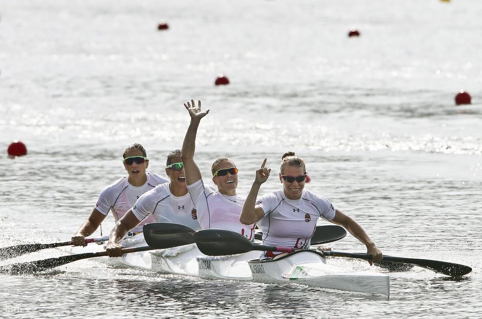 Két nappal az egyéni sikere után kajak-4 500 méteren is aranyérmes lett Kozák Danuta. A hajóban mellett Szabó Gabriella, Fazeks-Zur Krisztina és Csipes Tamara ült. A négyes megvédte londoni első helyét.