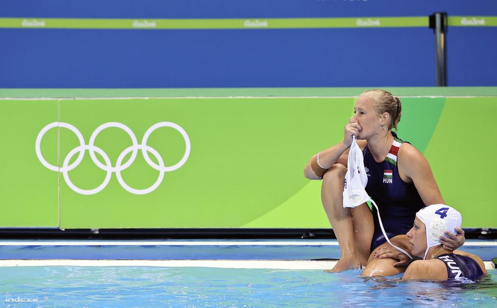 Drámai csatában, ötméteresekkel kapott ki a nő vízilabda-válogatott Oroszországtól, ezzel - akárcsak négy éve Londonban - ismét a negyedik helyen végzett. Az orosz az egyenlítő góljukat a végső dudaszó pillanatában lőtték.