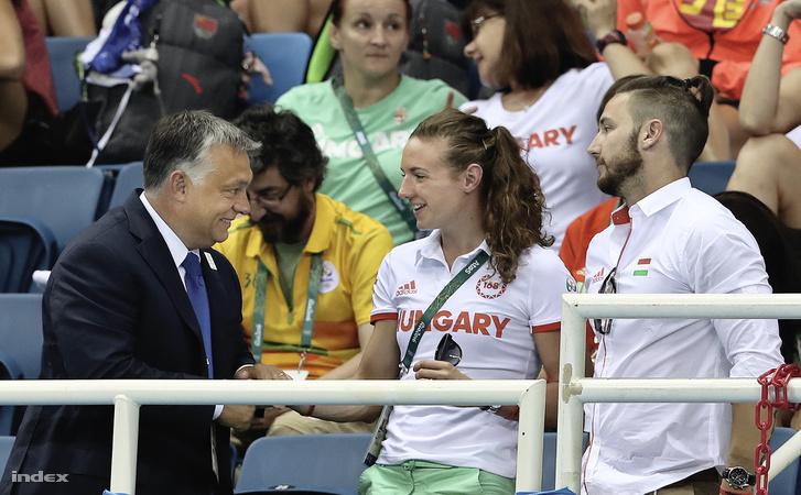 Orbán Viktor Rióban személyesen gratulált Hosszú Katinkának