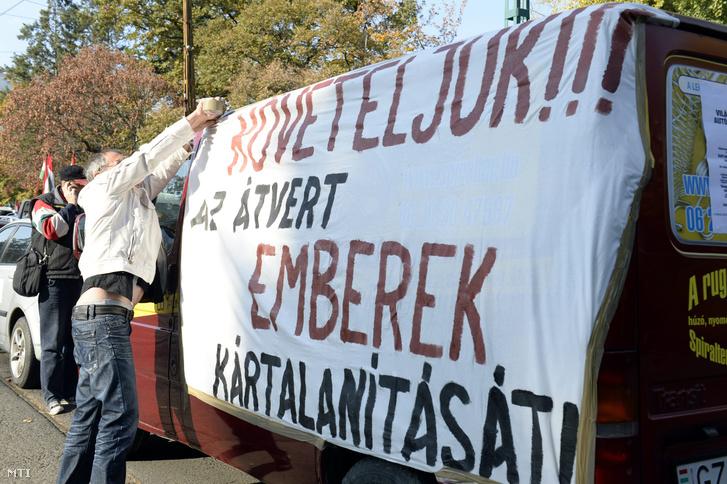 Devizahitelesek tüntetnek 2013 októberében