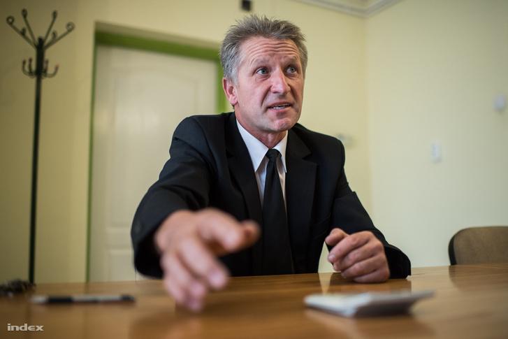 Oszlár polgármestere, Tóth Zoltán