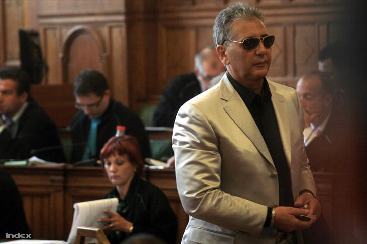 Tasnádi Péter a bíróságon, 2009 májusában