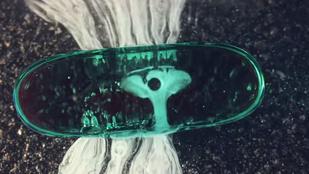 Vízben feloldódó tablettákról még soha nem készült ennyire szép videó