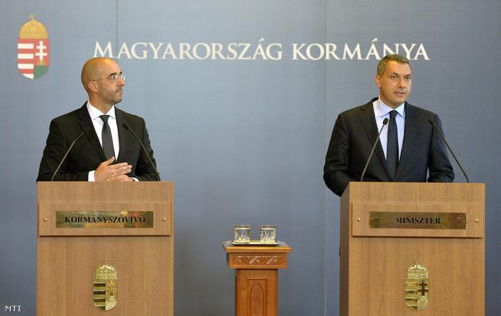 Lázár János a Miniszterelnökséget vezető miniszter és Kocsis Zoltán kormányszóvivő az Országházban 2016. augusztus 25-én.