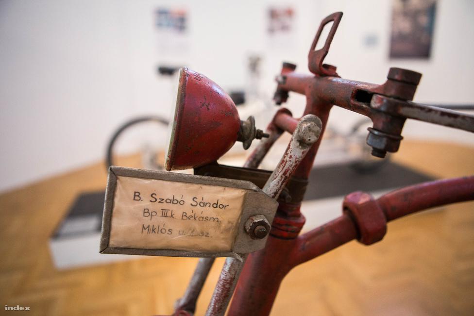 Szintén magyar kerékpár, méghozzá egy legalább nyolcvan éves egyedi példány Szabó Sándortól. A kiállításban nagy figyelem jut a teherhordó kerékpároknak, mint a városi közösségek működésének egyik lehetséges kulcsszereplőinek, amelyek formáját inkább a funkcionalitás, mintsem a dizájnérzék formálja.