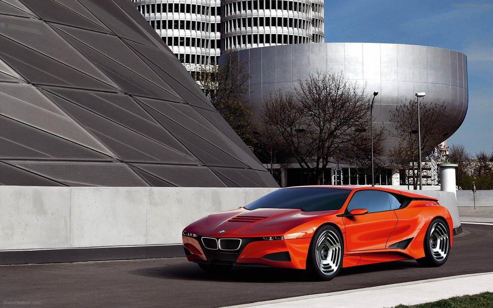 BMW M1 Hommage, 2008: Tökéletes összhang új és régi között. Gyönyörű vonalai vannak a BMW M1 harmincadik évfordulójára készült, újratervezett változatnak. Minden részletében emlékeztet az eredeti formára, de nincs az a pont ahol fáradtnak, vagy erőltetettnek hat. Különösen nehéz tervezési feladat egy régi formát újjá varázsolni, ezért nem bízták a véletlenre a BMW-nél: az autó az olasz autótervezés egyik legnagyobb alakjának, Giorgio Giugiaro-nak a munkája.