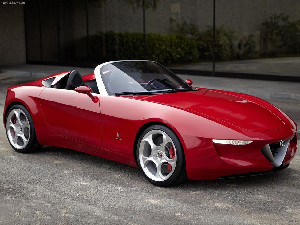 Alfa Romeo 2uettottanta, 2010: Nem lehet semmilyen dizájnnal kapcsolatos autós listát készíteni Alfa nélkül. Az Alfa Romeo 2uettottanta végtelenségig egyszerűsített, néhol pengeéles, néhol lágy ívű kasznija könnyfakasztóan szépre sikerült. Figyeljünk meg olyan finom részleteket, mint ahogyan az övvonal továbbsiklik a kerékjáratokon előrefelé, majd végigfut az autó orrán. A kis roadstert a nagy múltú olasz cég, a Pininfarina hozta világra.