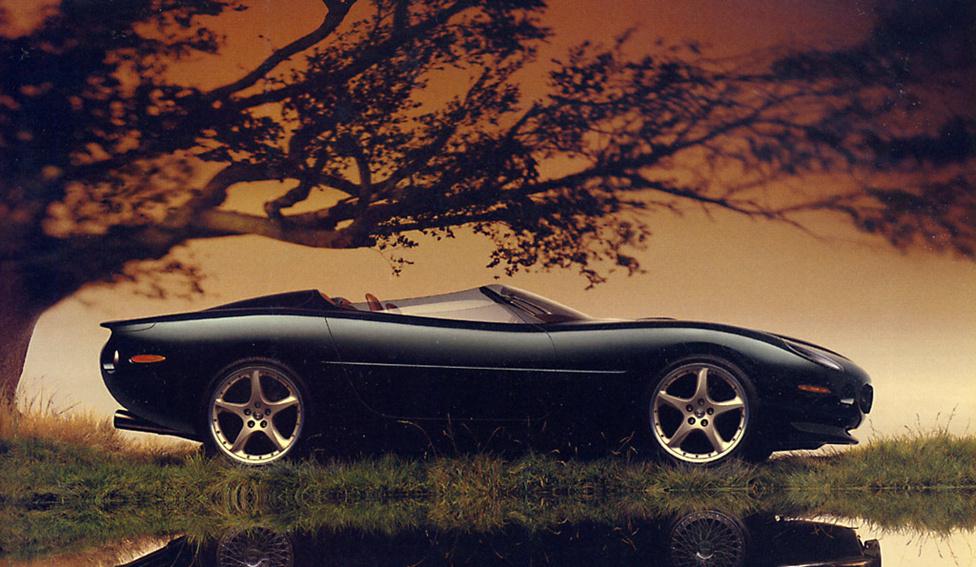 Jaguar XK180, 1999: A Jaguar is a múltja előtt tiszteleg az XK180-al: az XK széria ötvenedik évfordulójára készült ez az elegáns roadster, ami leginkább az XKSS versenyautóra emlékeztet. Hihetetlenül lágy és letisztult vonalvezetésű az XK180-as, szinte folyik. Az összképet az olyan finom részletek teszik teljessé, mint a régi versenyautók kis plexijét idéző filigrán szélvédő vagy az autó alól kilógó, agresszív kipufogók. A csodás hullámzó karosszériájú autót Keith Helfet tervezte, aki többek között az XJ220-at is jegyzi.