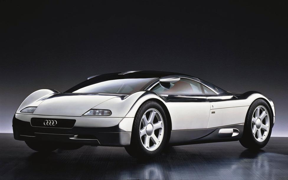 Audi Avus, 1991: Nagy hatást gyakorolt rám a kilencvenes évek autóskártyáinak legnagyobb ásza, az Audi Avus. Már gyerekként is csodáltam a kavics-szerű telibe krómozott lapos kaszni idióta, de mégis kiváló arányait. A Le Mans-i versenyautókat idéző, felfele domborodó kerékjárati ívek és a tető csücskeire szúrt tükrök önmagukban szebbek, mint sok komplett autó. Ez a koncepció adta a köztudatnak az egyik legszebb Audi kerékszettet, amit később több, S-Audihoz felhasználtak. Autóbuzériánk egyik megalapozóját Martin Smith és J Mays álmodták meg.