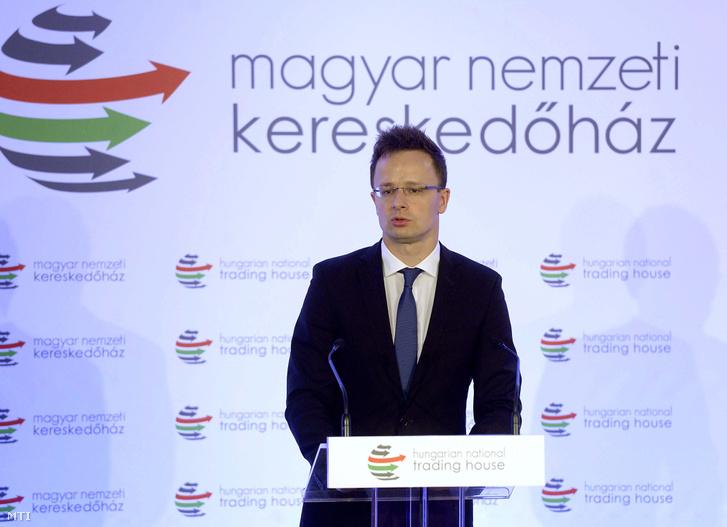 Szijjártó Péter külgazdasági és külügyminiszter beszédet mond a Magyar Nemzeti Kereskedőház Zrt. által szervezett magyar-szerb üzleti fórumon a fővárosi Kempinski Hotel Corvinus szállodában 2015. július 1-jén.