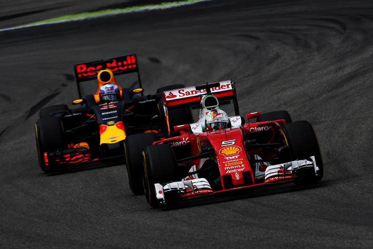Vettel Ricciardo előtt Spában - ritkán történt meg