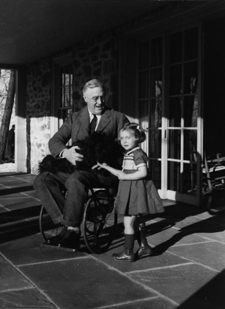 Roosevelt és unokája (fotó: Wikipedia)