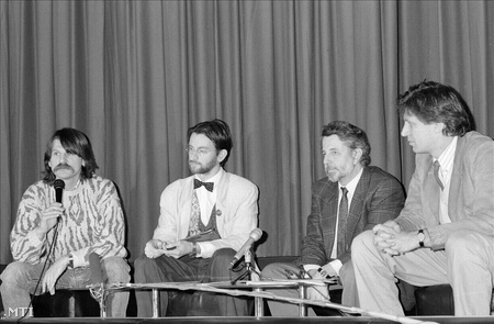 Kövér László, Szájer József, Kőszeg Ferenc és Magyar Bálint a sajtótájékoztatón 1990 január 5-én.