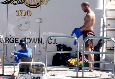 Statham és Bloom már félig kék békának öltöztek