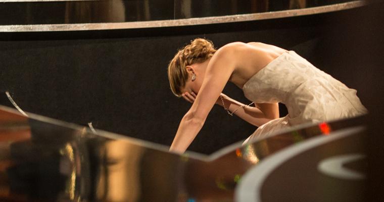 Jennifer Lawrence 2013-ban, az Oscar-díja átvétele előtt