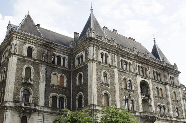 Az Andrássy úton álló Drechsler-palota, az egykori Állami Balett Intézet lakhelye