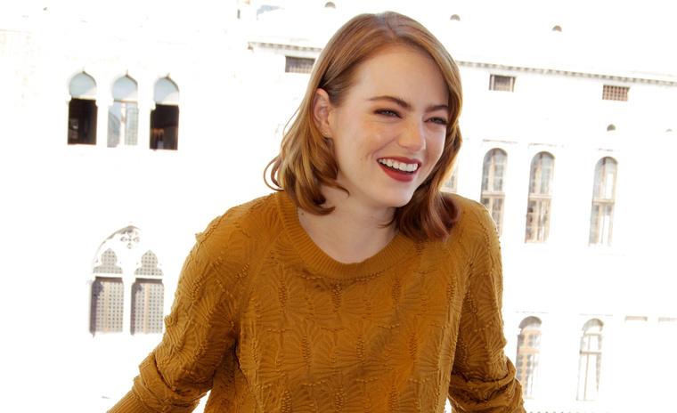 Emma Stone retrószerkóban.