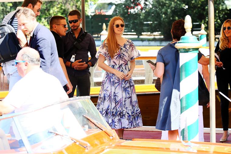 Amy Adams is megérkezett, ő talán a leghíresebb és legsikeresebb színésznő a Velencei Filmfesztivál idei kínálatában.
