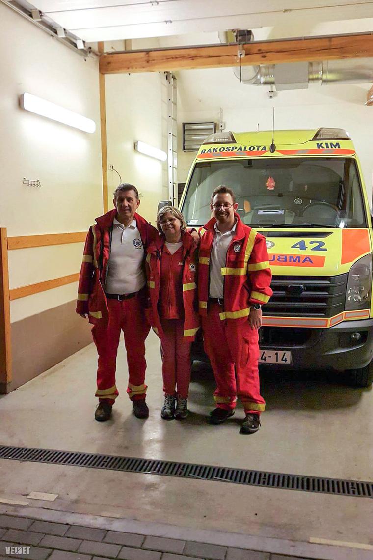 Fia Olivér és felesége Aisa is mentőszolgálatnál dolgozik.