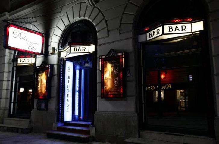 Budapest egyik első night clubja, a Dolce Vita bár az Október 6. utcában