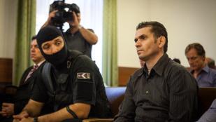 Gyorshír: hozzávágta a cipőjét a bíróhoz az Újpesten gyilkoló libanoni férfi