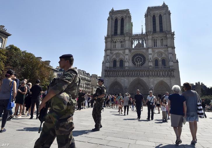 A Notre Dame előtti tér