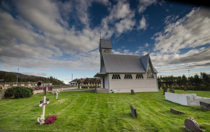 A Laugardaelir templom, és a hozzá tartozó temető is kicsike