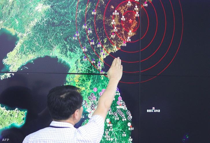 A dél-koreai térképen a robbantás helye és a detonáció keltette rezgések terjedése látható