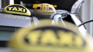 Kiraboltak egy taxisofőrt a Kosztolányi Dezső téren