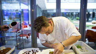 Michelin-csillagos séfet ültettek A konyhafőnök új zsűrijébe