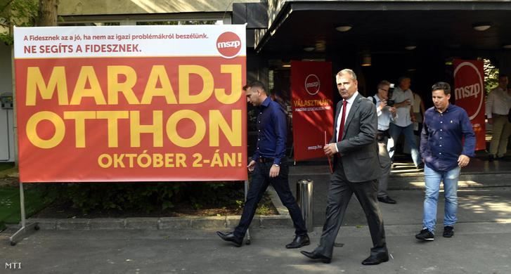 Molnár Gyula az MSZP elnöke érkezik a párt rendezvényére a Dürer Rendezvényházba 2016. szeptember 3-án