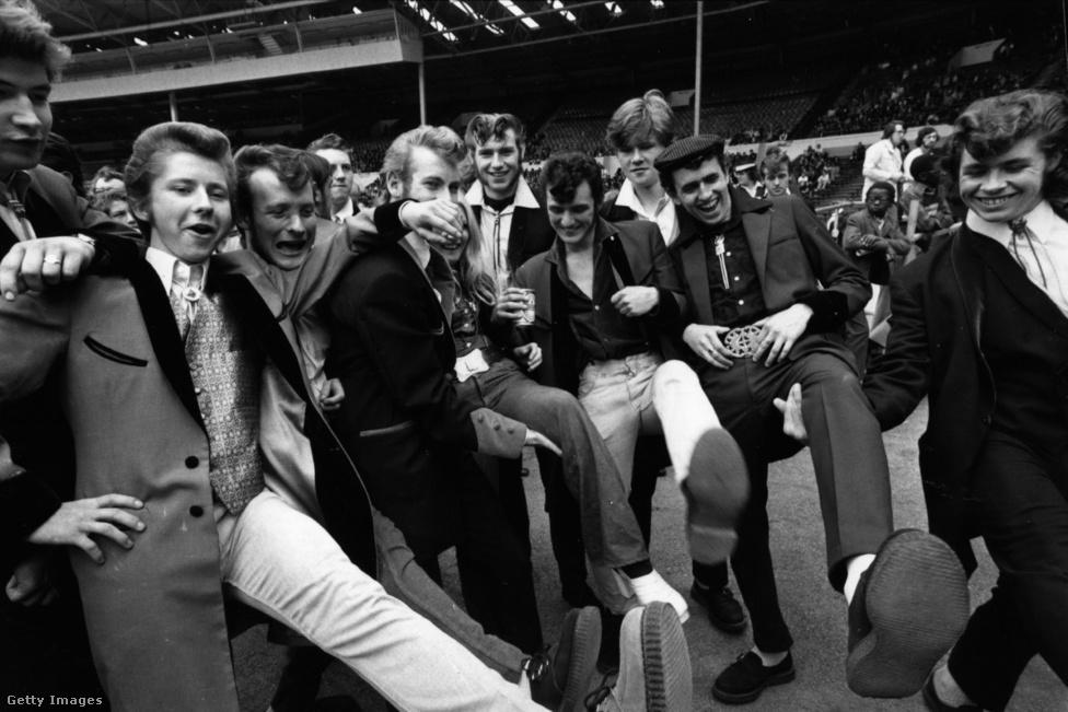 A teddy boy stílus hódításának végül nem is a balhék vetettek véget, hanem az új, rövidebb, szűkebb, könnyebb anyagból készült és divatosabb olasz öltönyök, melyek az ötvenes évek végén jöttek divatba Angliában. A rock and roll már abszolút mainstream lett, Cliff Richard személyében megjelent a műfaj első hazai sztárja, ráadásul a teddy boyok egy része ki is nőtt a fickándozásból, a többieket pedig az újonnan felmerülő mod vagy különösen a rocker szubkultúra rabolta el. A rocktörténet első nagy nosztalgiahulláma kellett ahhoz, hogy a teddy boyok ismét nagy számban visszatérjenek a hatvanas évek végén, amikor a rock and roll újra hódítani kezdett a fiatalok között. Sőt, 1972. augusztus 5-én a Wembley-stadionban nagy tömeg előtt rendezték meg a London Rock and Roll Show fesztivált, olyan legendás fellépőkkel, mint Bill Haley, Jerry Lee Lewis, Little Richard és Chuck Berry. A koncerten természetesen tiszteletét tette az új teddy boy generáció, amely láthatóan merészebben valósította már meg önmagát, mint elődje.