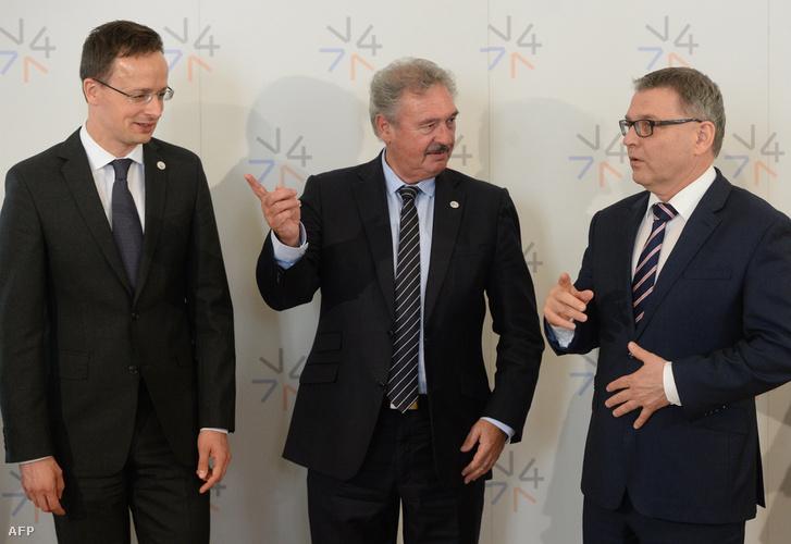 Szijjártó, Asselborn és a cseh külügyminiszter egy V4-találkozón