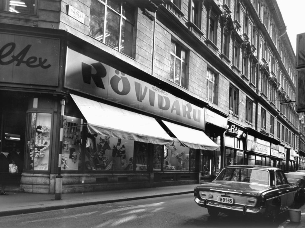 A belvárosban a maszek szabók mellett voltak még bőrdíszművesek, cipészek és egyéb kismesterek, akiknek az üzlete még valószínűleg a háború előttről megmaradt, és egy-két segéddel eldolgozgattak, kiszolgálva kiegészítőkkel az állami boltban varrató vásárlókat. Ilyen Csángó Ferenc bőrdíszműves boltja a Martinelli téren vagy a Bodnár szűcs a Petőfi Sándor és a Kossuth Lajos utca sarkán.  Magánkisiparos engedélye Valuch Tibor szerint legfeljebb 10 ezer embernek lehetett Magyarországon, viszont népszerűek voltak, mert általában jobb minőségben dolgoztak, mint az állami vállalatok.