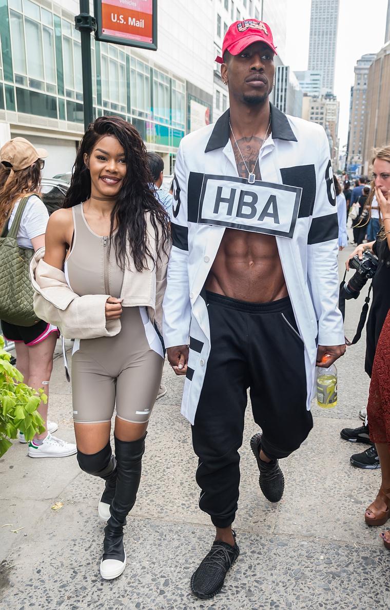 Ezek a képek is a New York-i divathéten készültek a párról.
