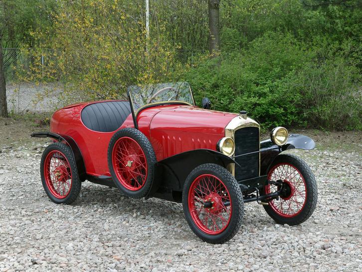 Peugeot Quadrilette, ami ugyan nem igazán autó, de a formája megfelelt mintának az Austin 7-hez. De semmi mása