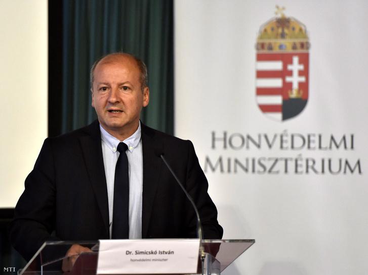 Simicskó István a sajtótájékoztatón