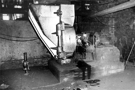 A kevés archív képek egyike az egykori erőmű egyik berendezéséről