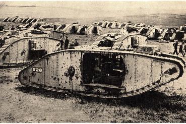 Brit tankok egy 1917-es képeslapon